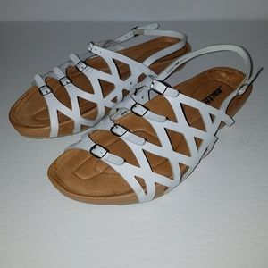 Earth white strappy leather sandals 10